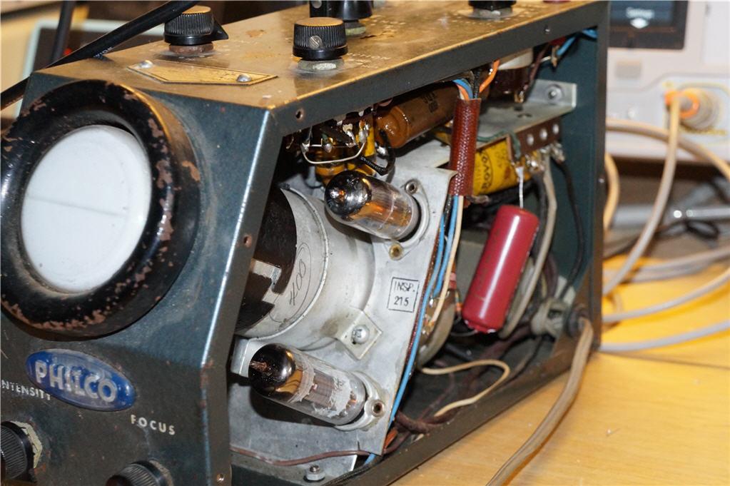 Inside the Philco 7019 scope